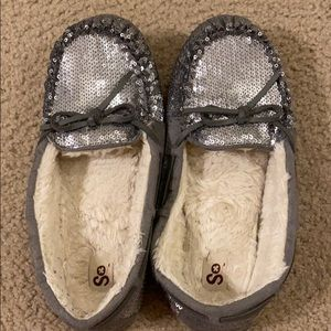 Pretty new silver sequin moccasins with white fur